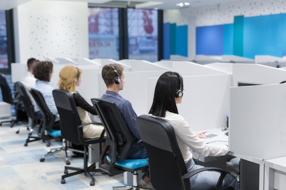 Answering Service vs. Call Center: Which is Better?